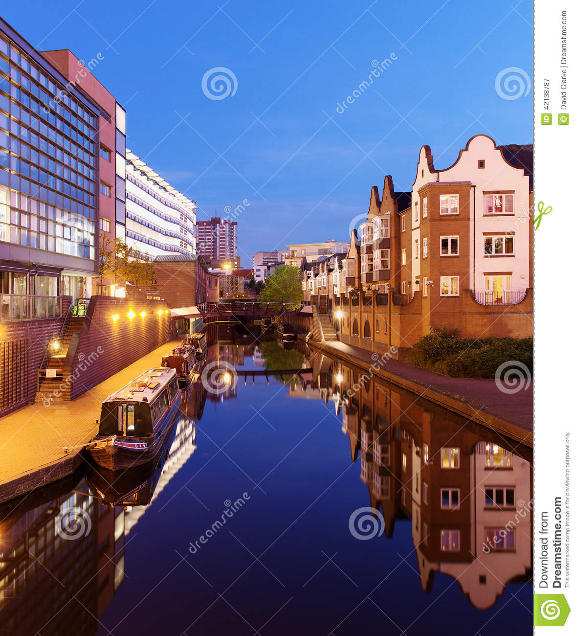 Canal Place Apartments: Birmingham Canal Editorial Photography. Image Of House