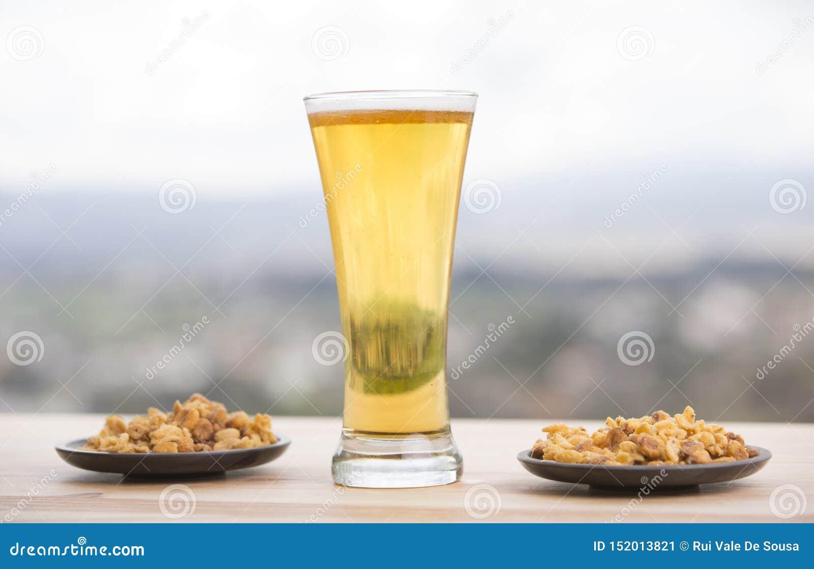 Birra ed arachidi