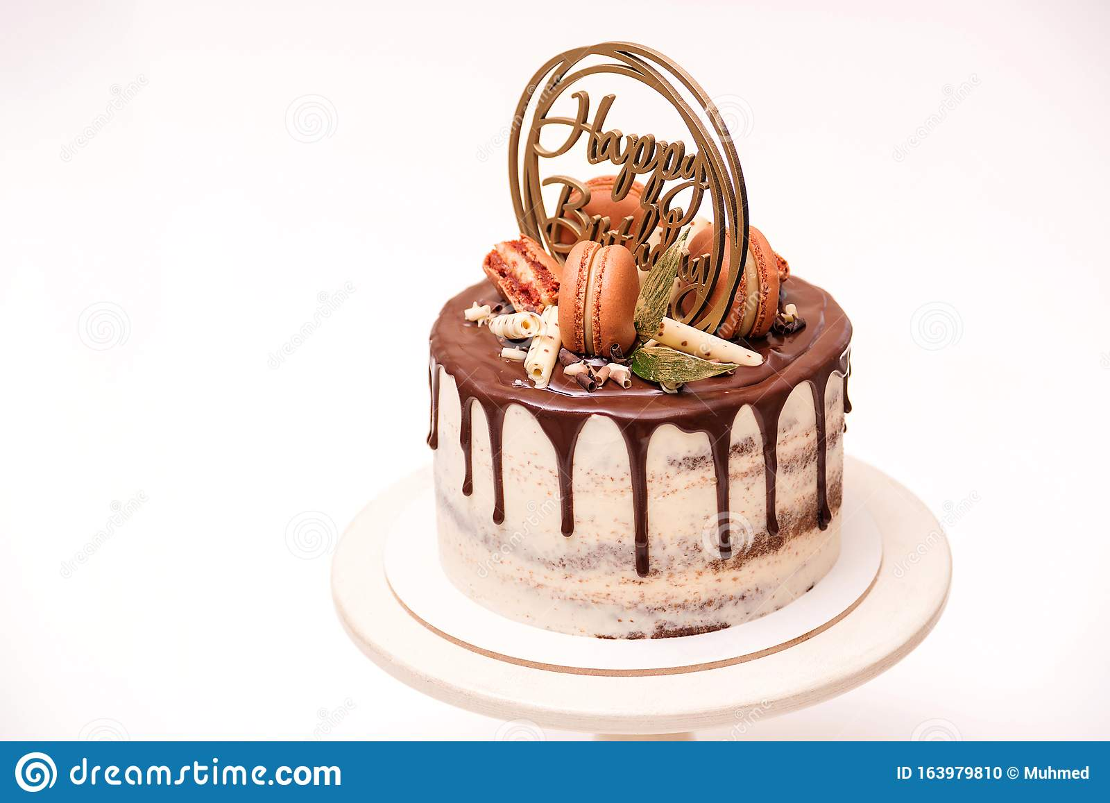 Terrific Birthday Cake Decorated With Golden Macaroons And Chocolate Pieces Funny Birthday Cards Online Alyptdamsfinfo