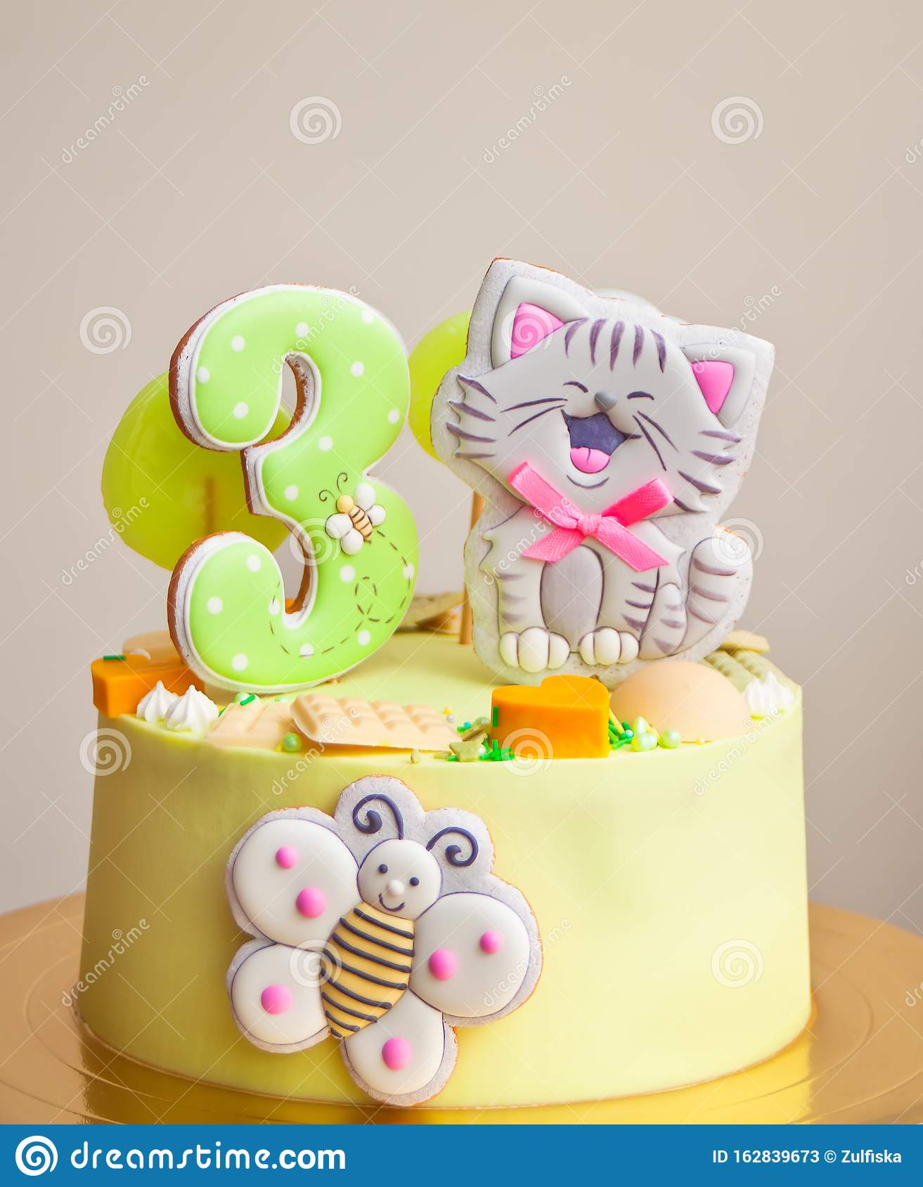 Awe Inspiring Birthday Cake For Little Girl Decorated Funny Cookies With Cat And Personalised Birthday Cards Bromeletsinfo