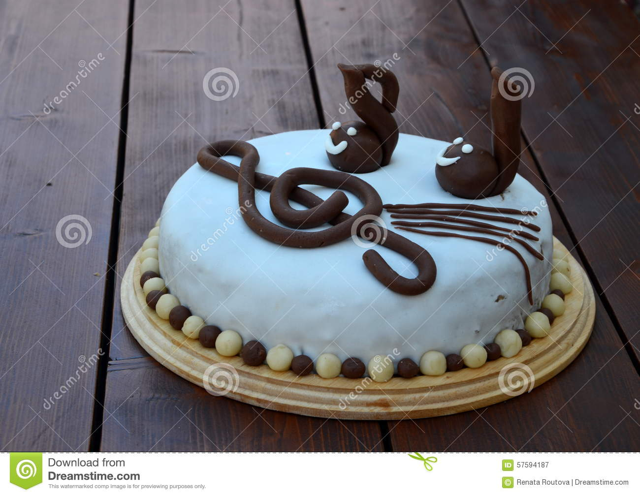 Birthday cake with violin clef