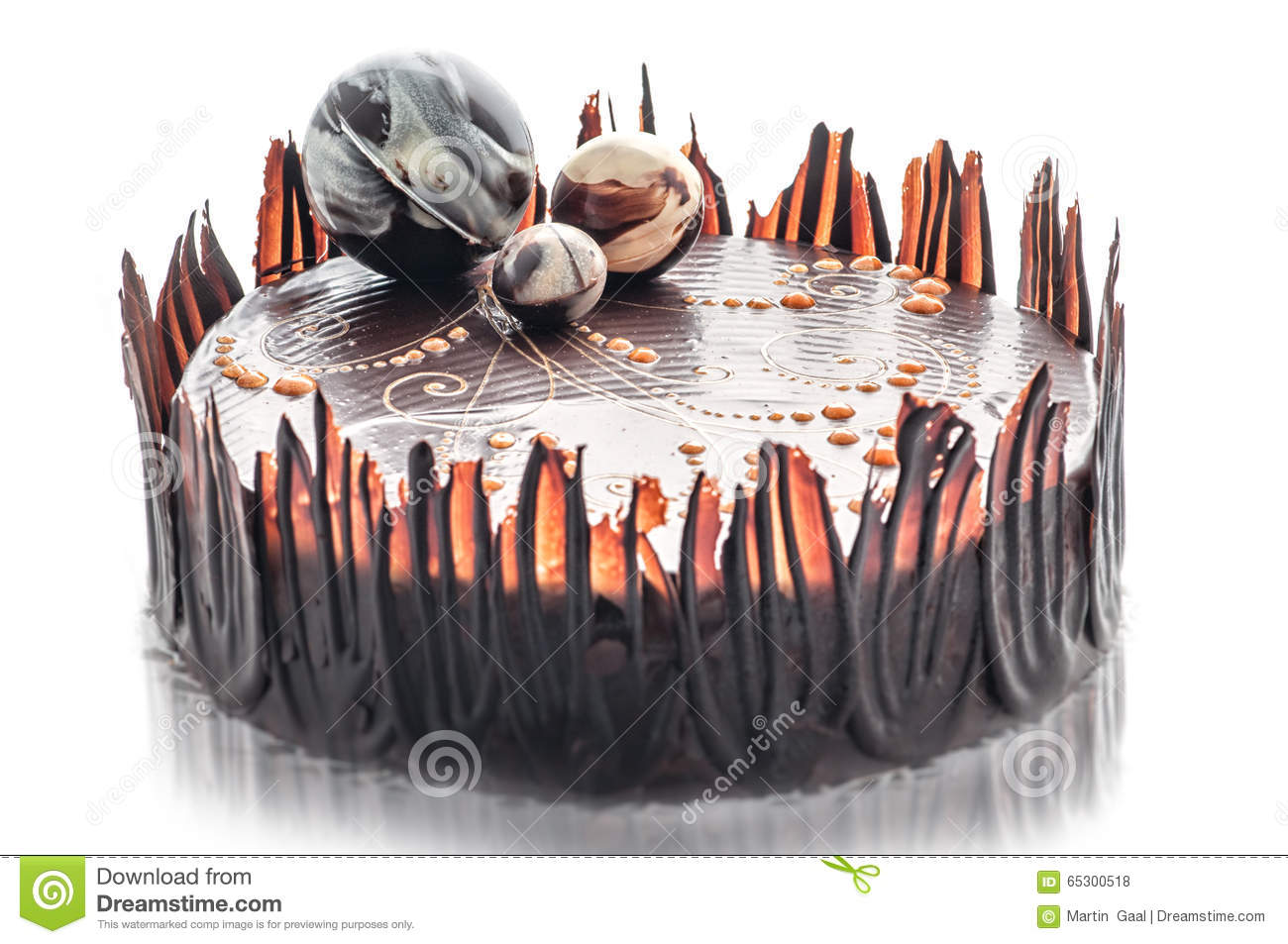 Chocolate Balls Cake Decoration : Birthday Chocolate Cake With Chocolate Ball Decoration ...
