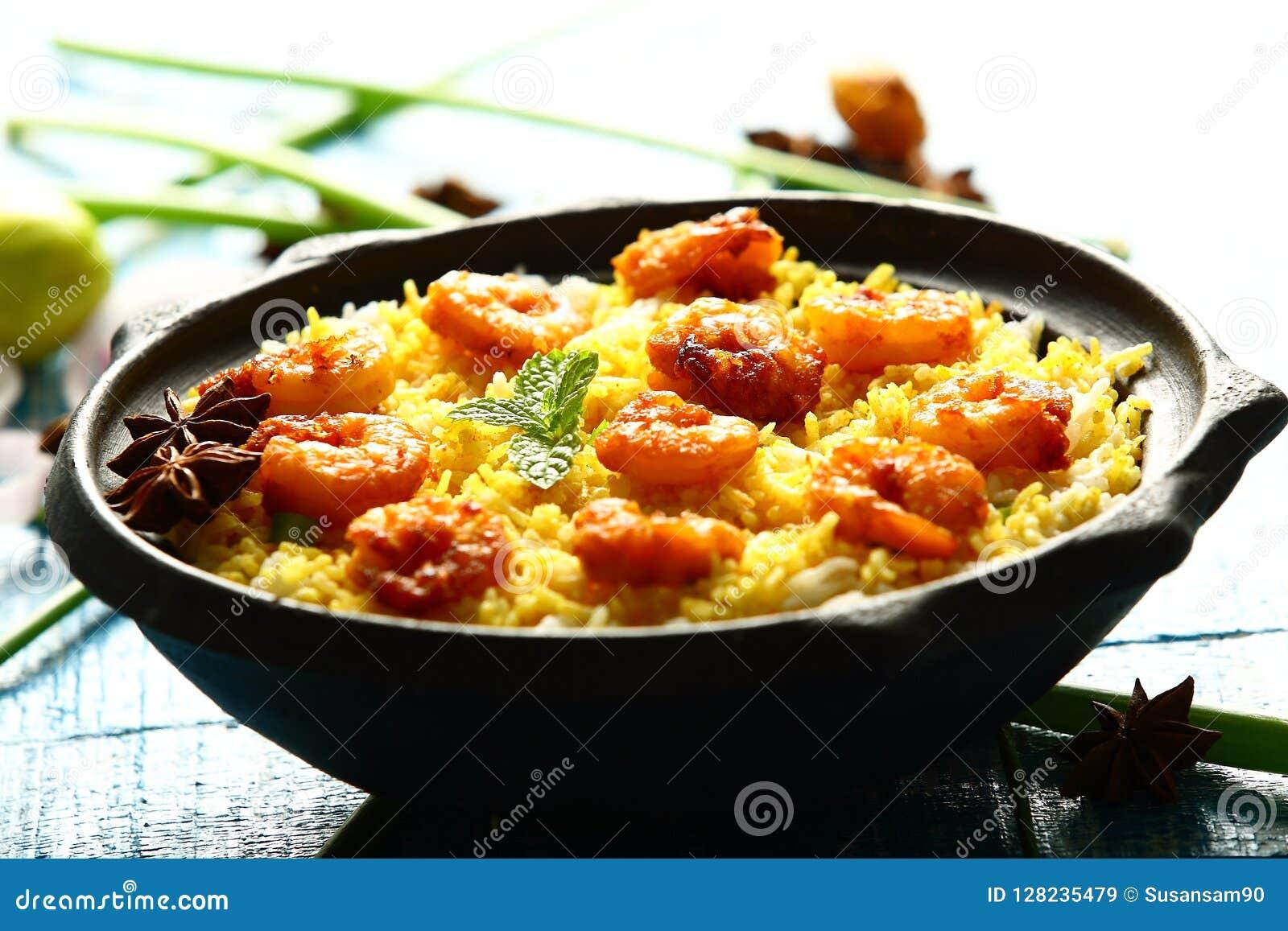 Biryani del pesce dei frutti di mare dei gamberetti, cucina indiana famosa