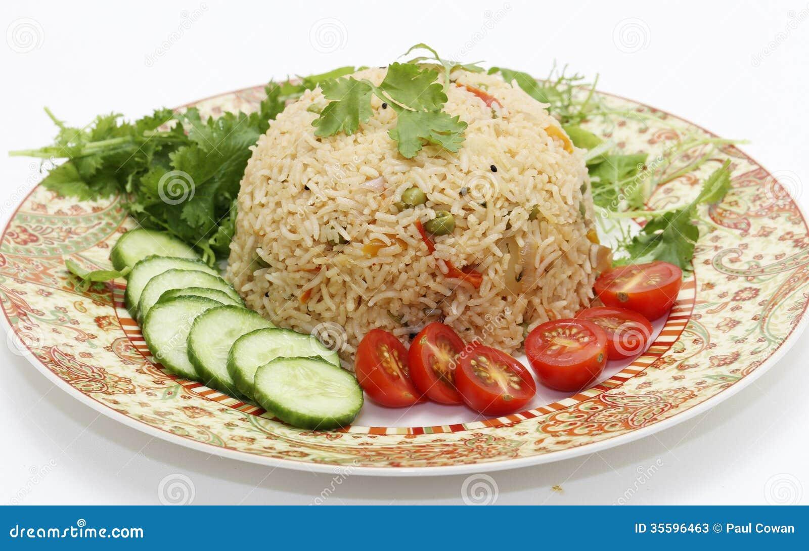 Biryani ed insalata del pomodoro