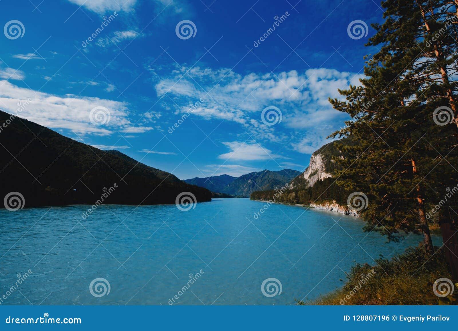 Biryuzovaya katun, Blauwe en turkooise rivier in Rusland