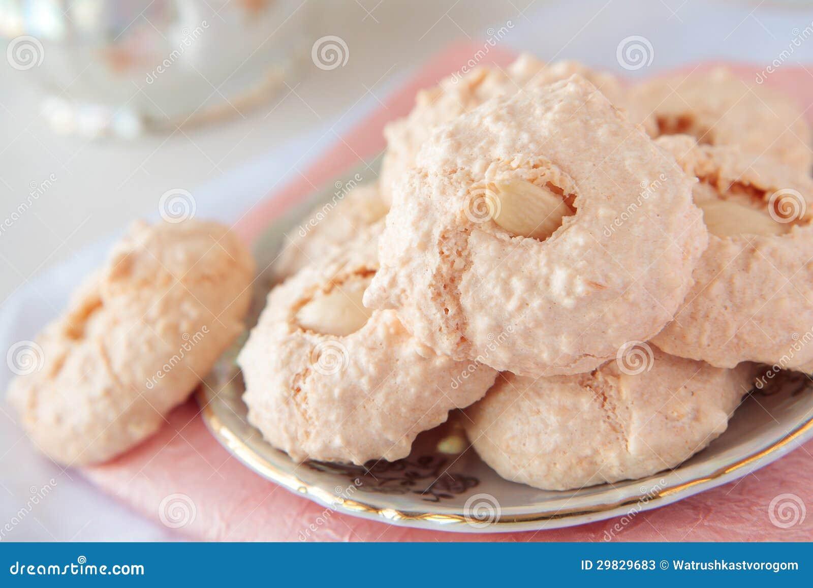 Biscoitos com amêndoa e coco no sauser