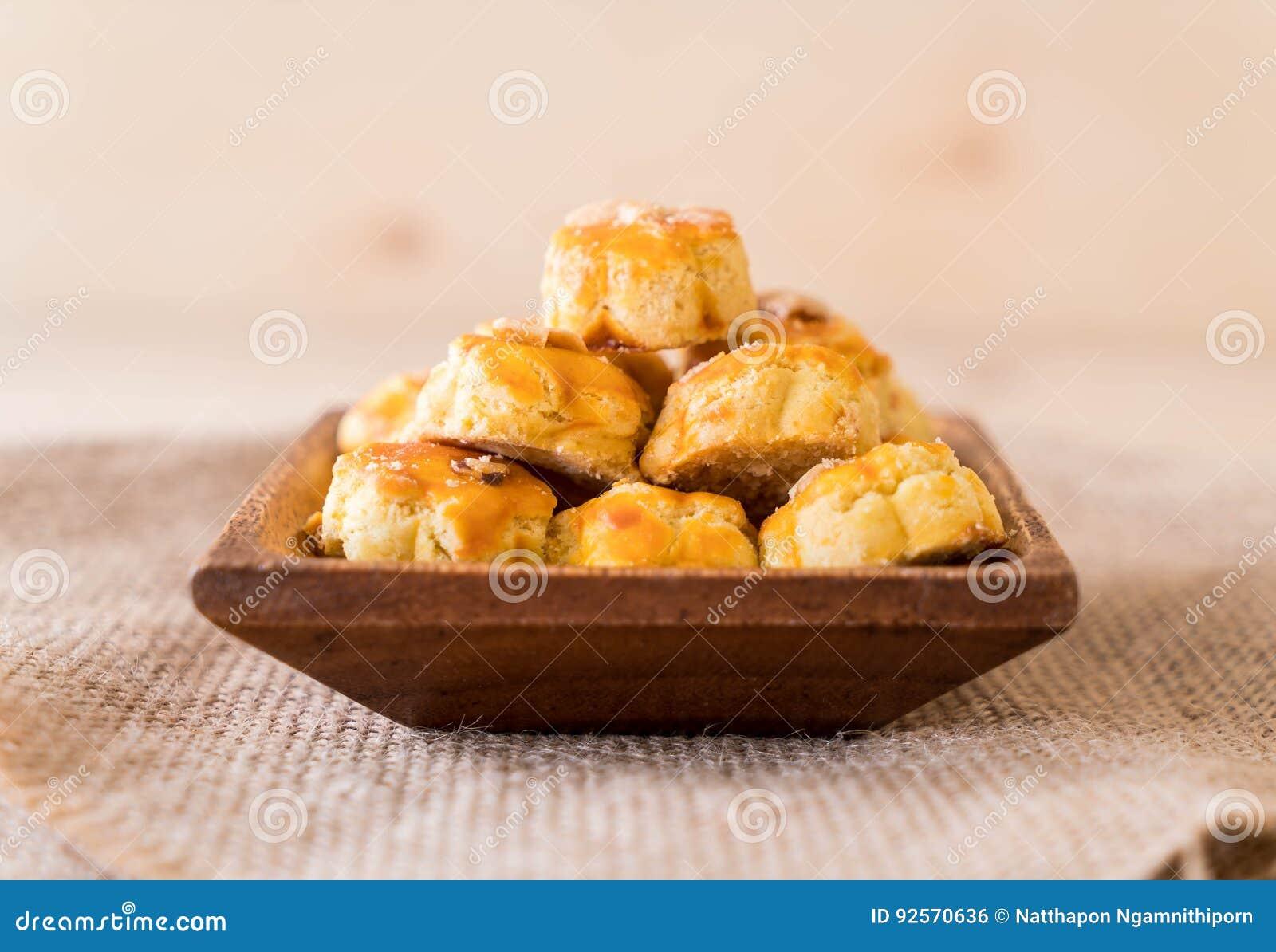 Biscotti del Durian sul piatto bianco