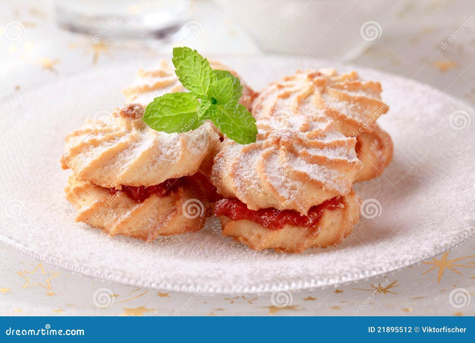 Biscotti Di Natale Con Marmellata.Biscotti Del Panino Alla Marmellata Fotografia Stock