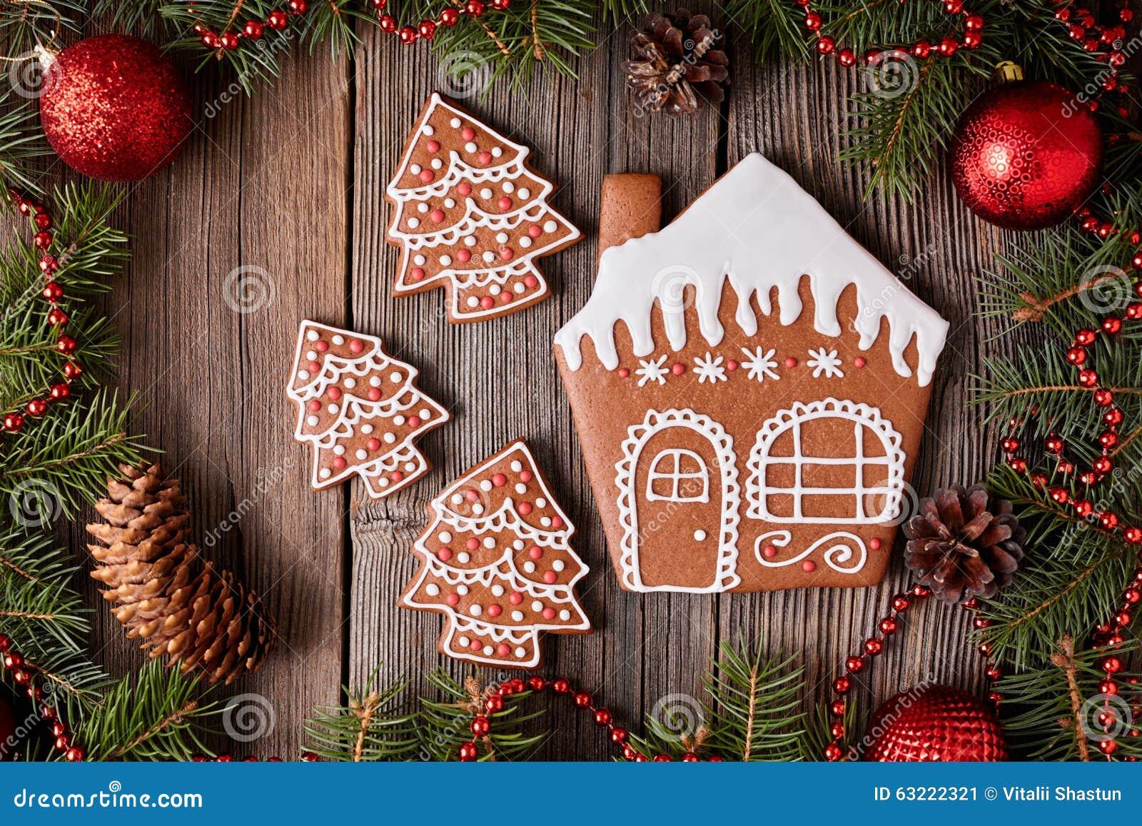 Biscotti Decorati Per Albero Di Natale.Biscotti Dell Albero Della Casa E Della Pelliccia Di Pan Di Zenzero