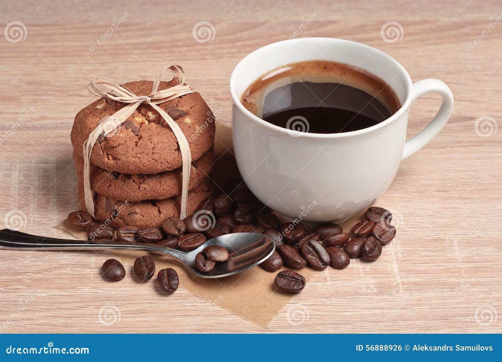 Biscotti della tazza e del cioccolato di caffè
