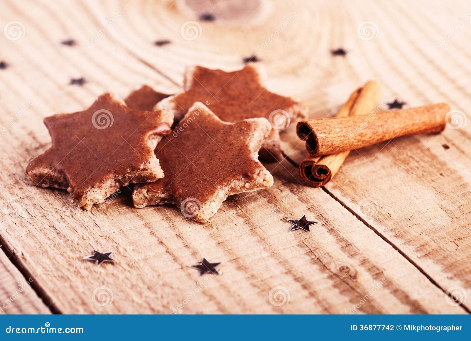 Download Biscotti di Natale fotografia stock. Immagine di avvenimento - 36877742