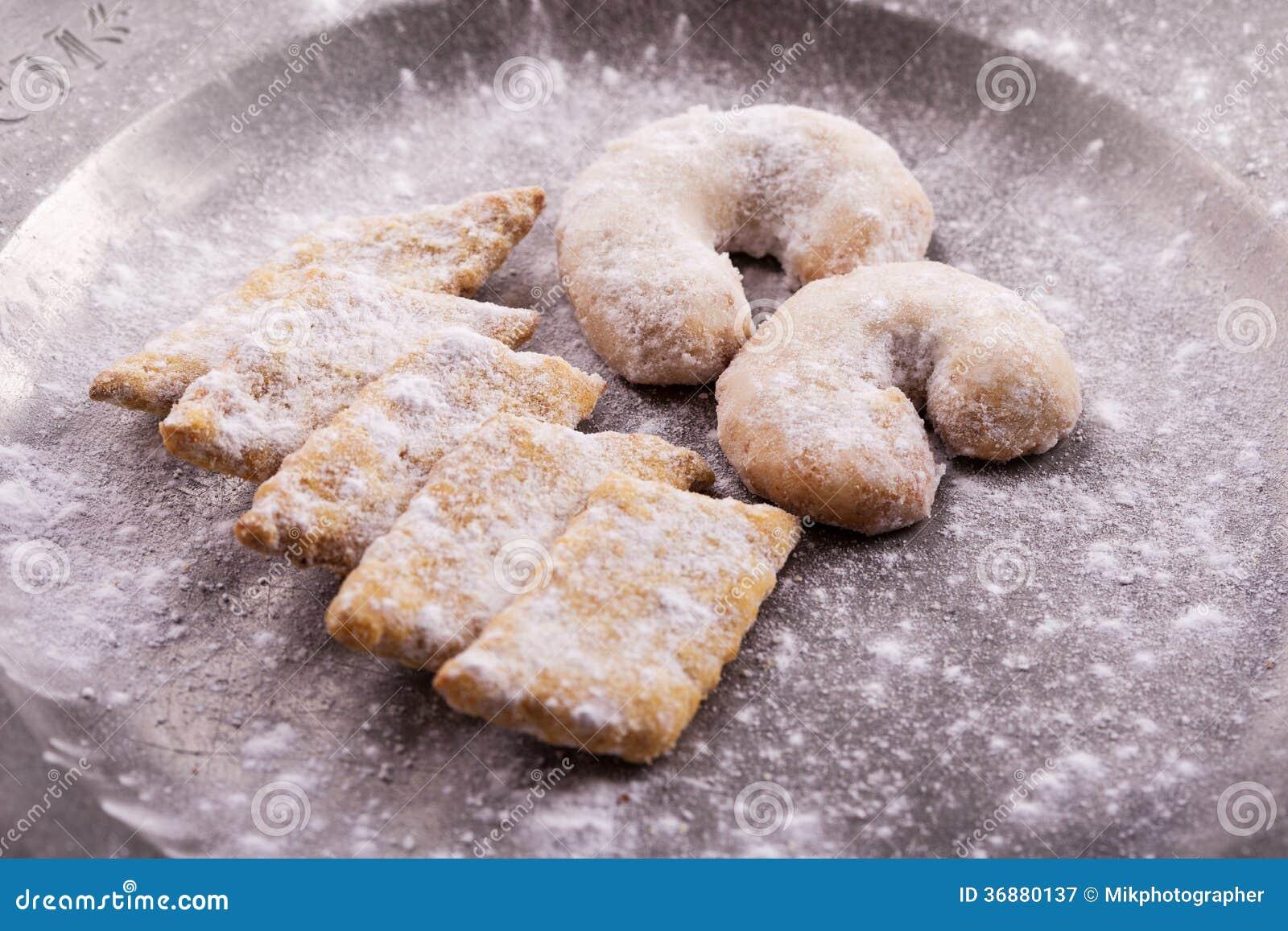Download Biscotti di Natale immagine stock. Immagine di mandorla - 36880137