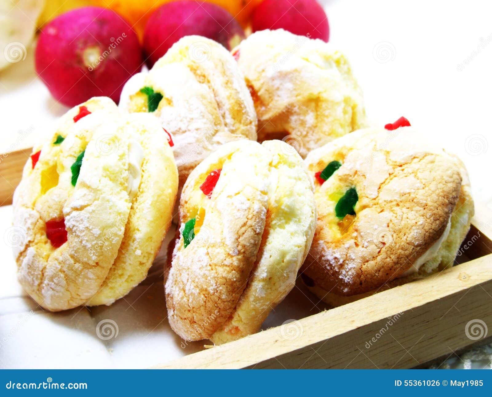 Biscotti misti di frutti