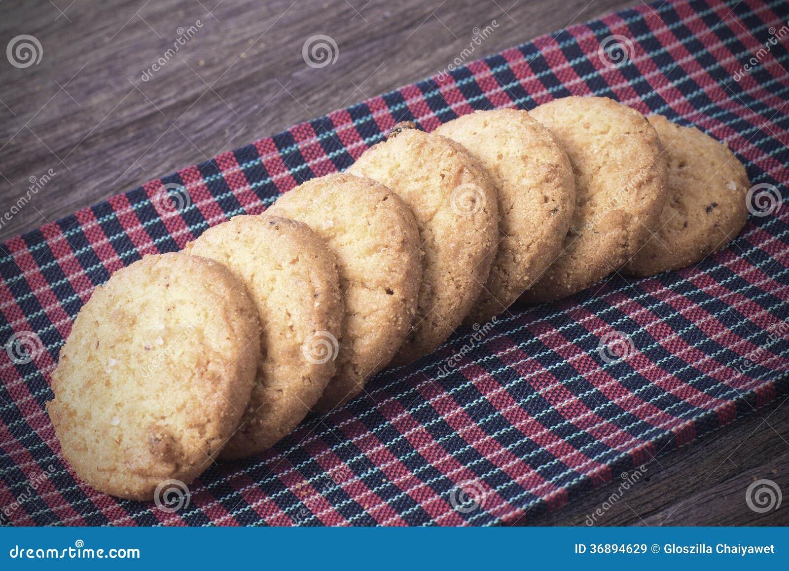 Download Biscotti Sul Tessuto Del Borwn Immagine Stock - Immagine di background, squisito: 36894629