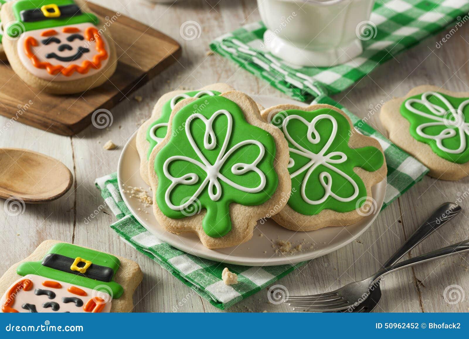 Biscotti verdi di giorno della st patricks del trifoglio - St patricks giorno fogli di colore giorno ...