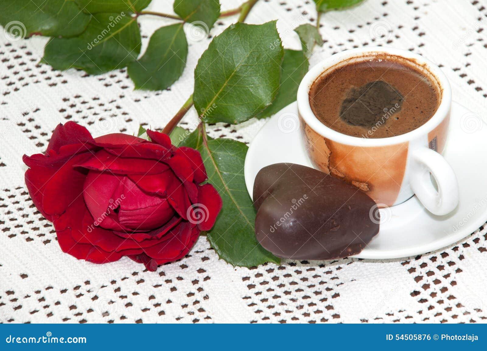 BISCUIT DE CHOCOLAT DE CAFÉ DE ROSE ROUGE
