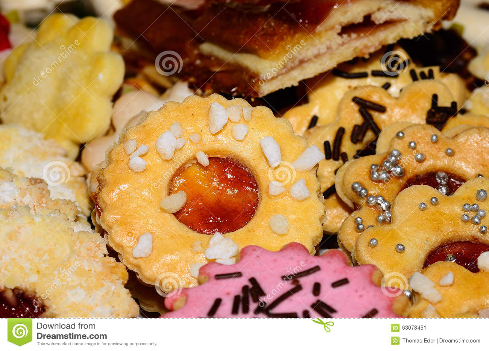 Download Biscuits colorés doux image stock. Image du noël, délicieux - 63078451