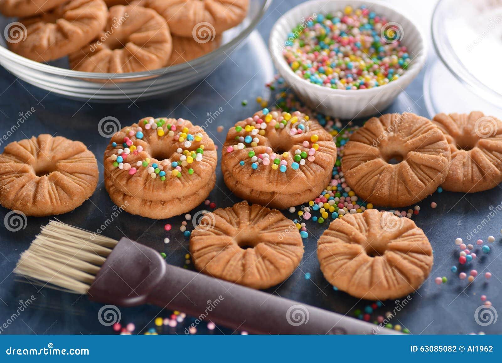 Download Biscuits Décorés Des Perles De Sucre Photo stock - Image du dessert, doux: 63085082