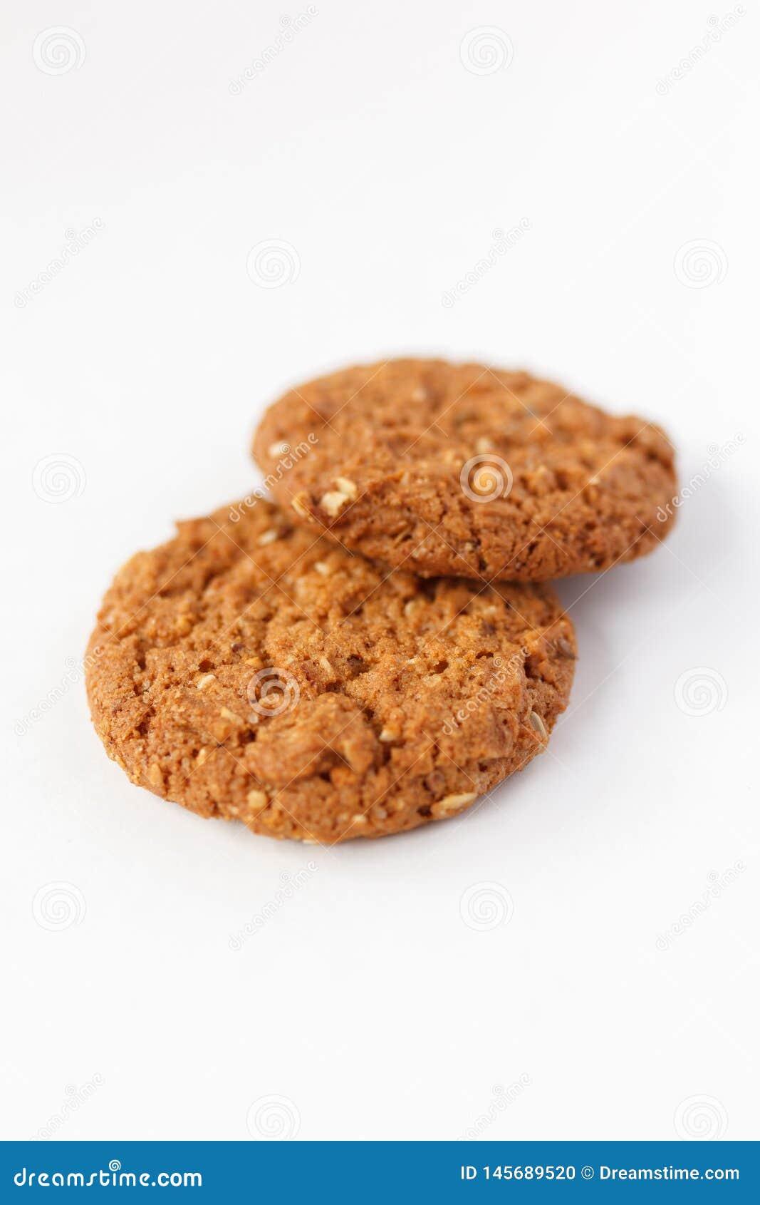 Biscuits d avoine sur le fond blanc