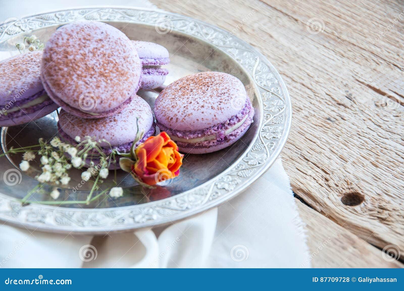 Biscuits de Macaron dans un plat