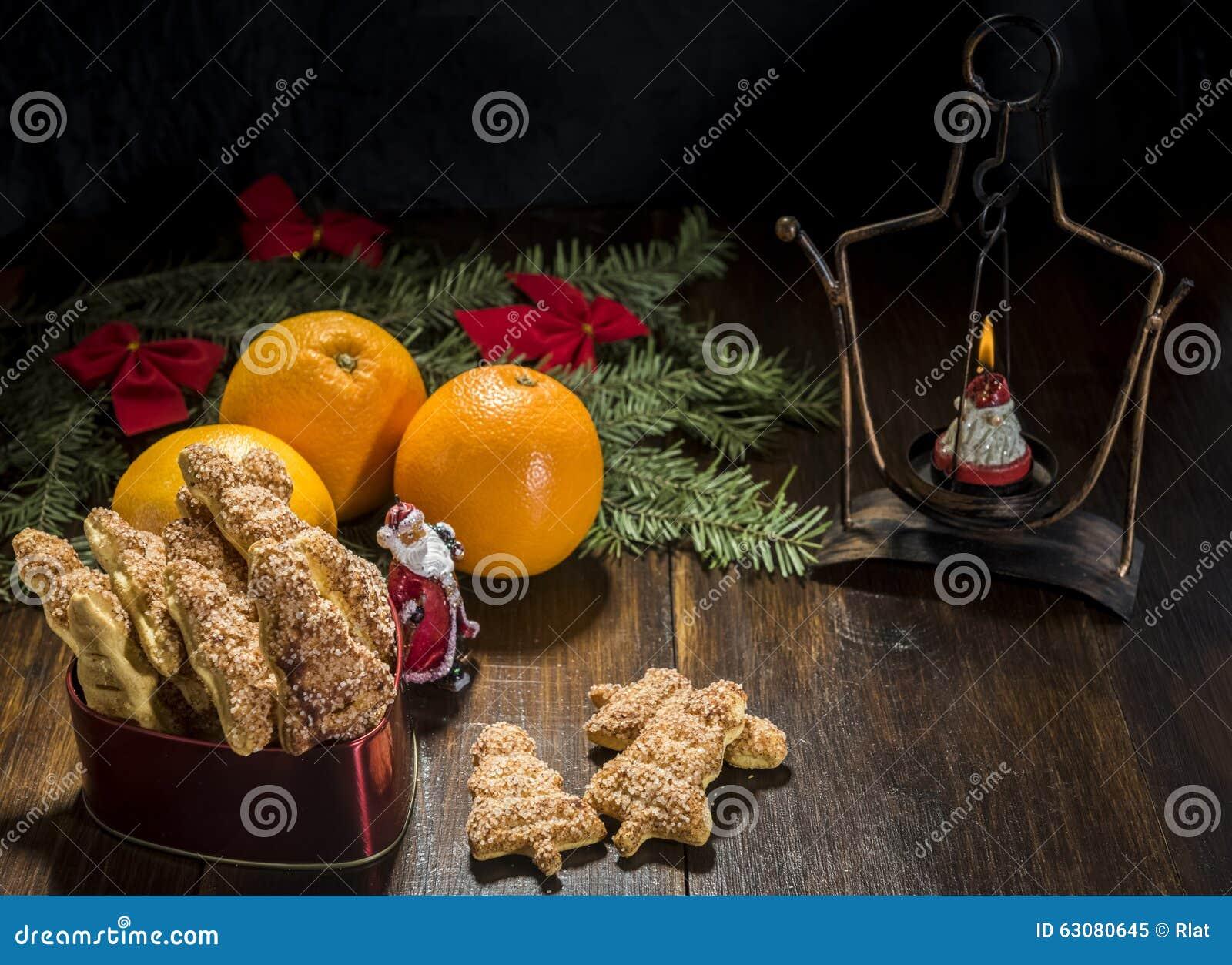 Download Biscuits de Noël et image stock. Image du lumière, nourriture - 63080645