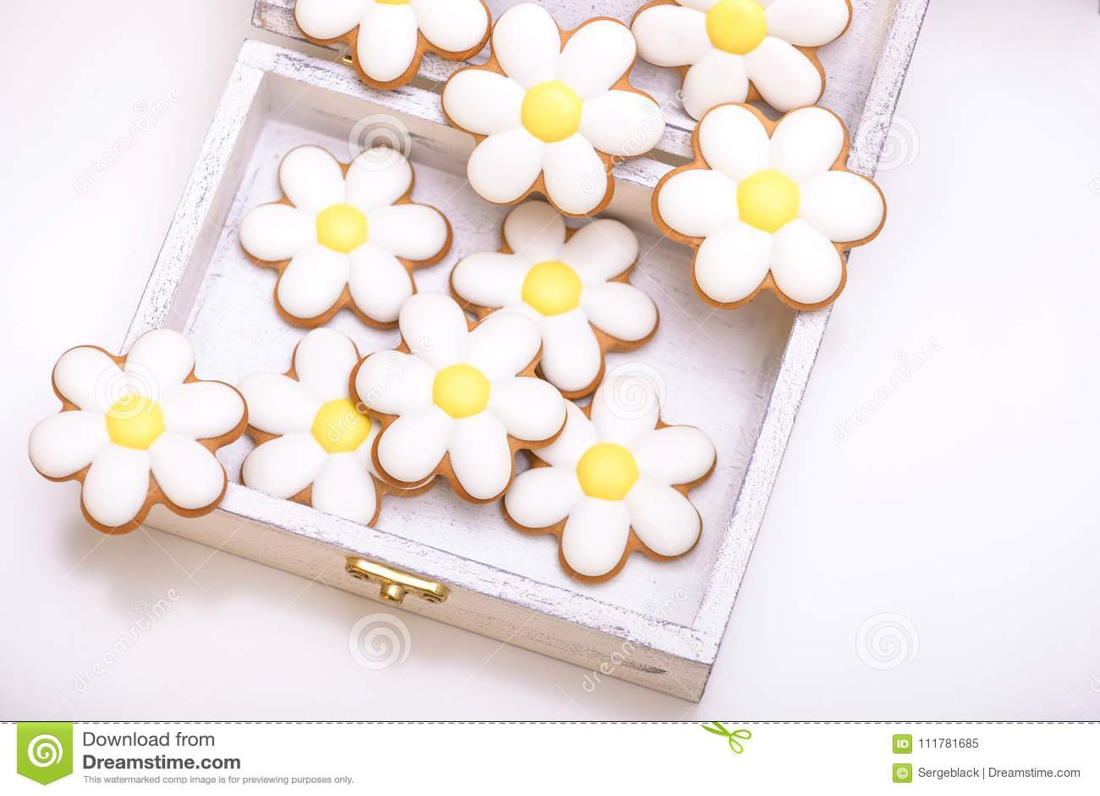 Biscuits de pain d épice sous forme de fleurs de camomille