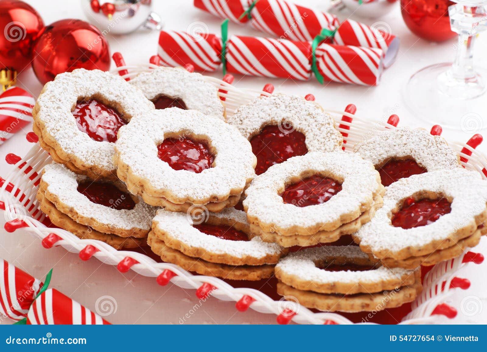 Biscuits De Torte De Linzer D Amande De Framboise De Noel Photo