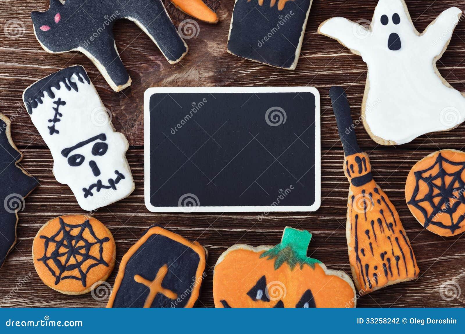 biscuits faits main pour halloween et le plat noir pour des