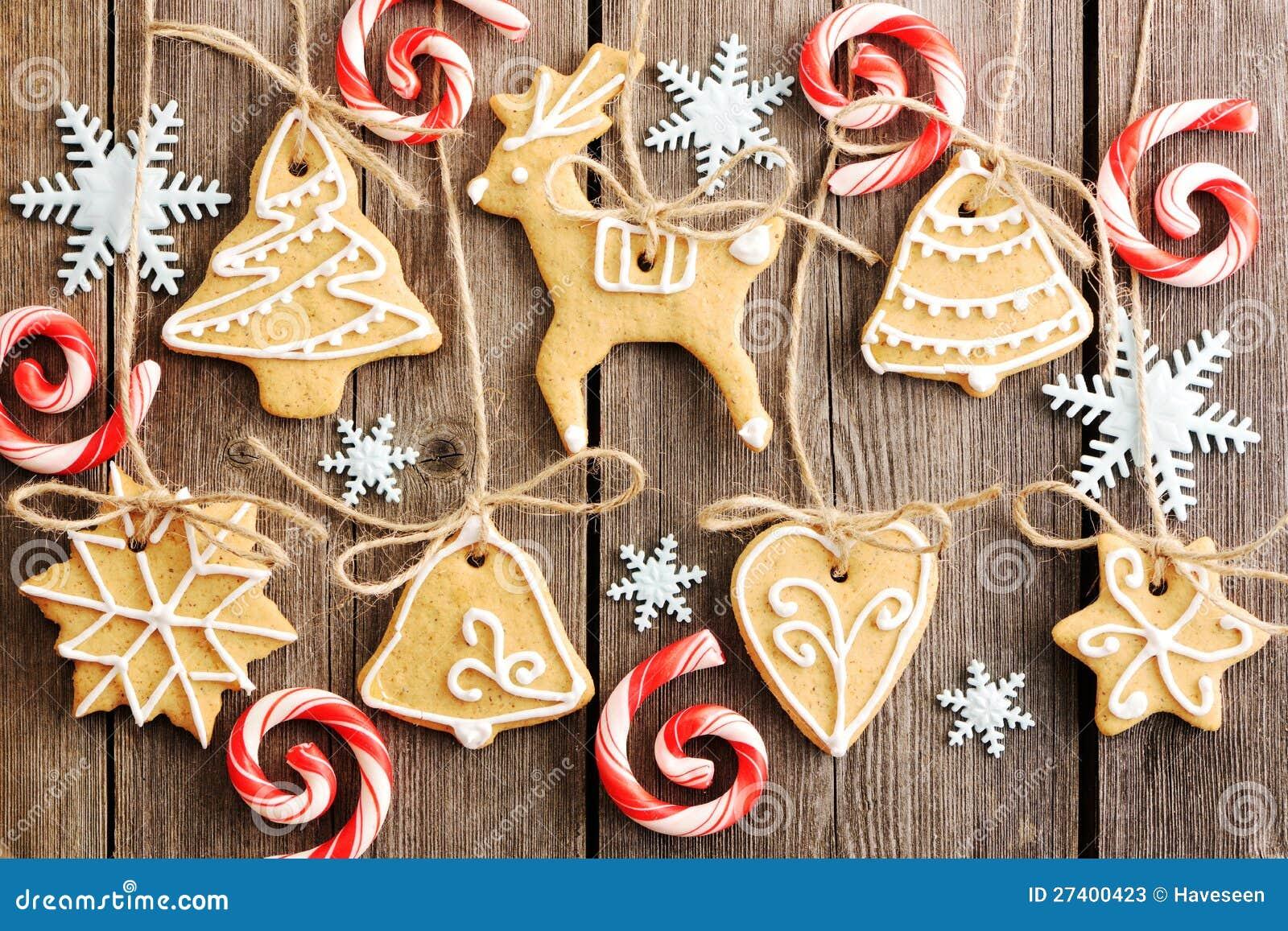 Biscuits faits maison de pain d 39 pice de no l photos stock for Maison en biscuit de noel