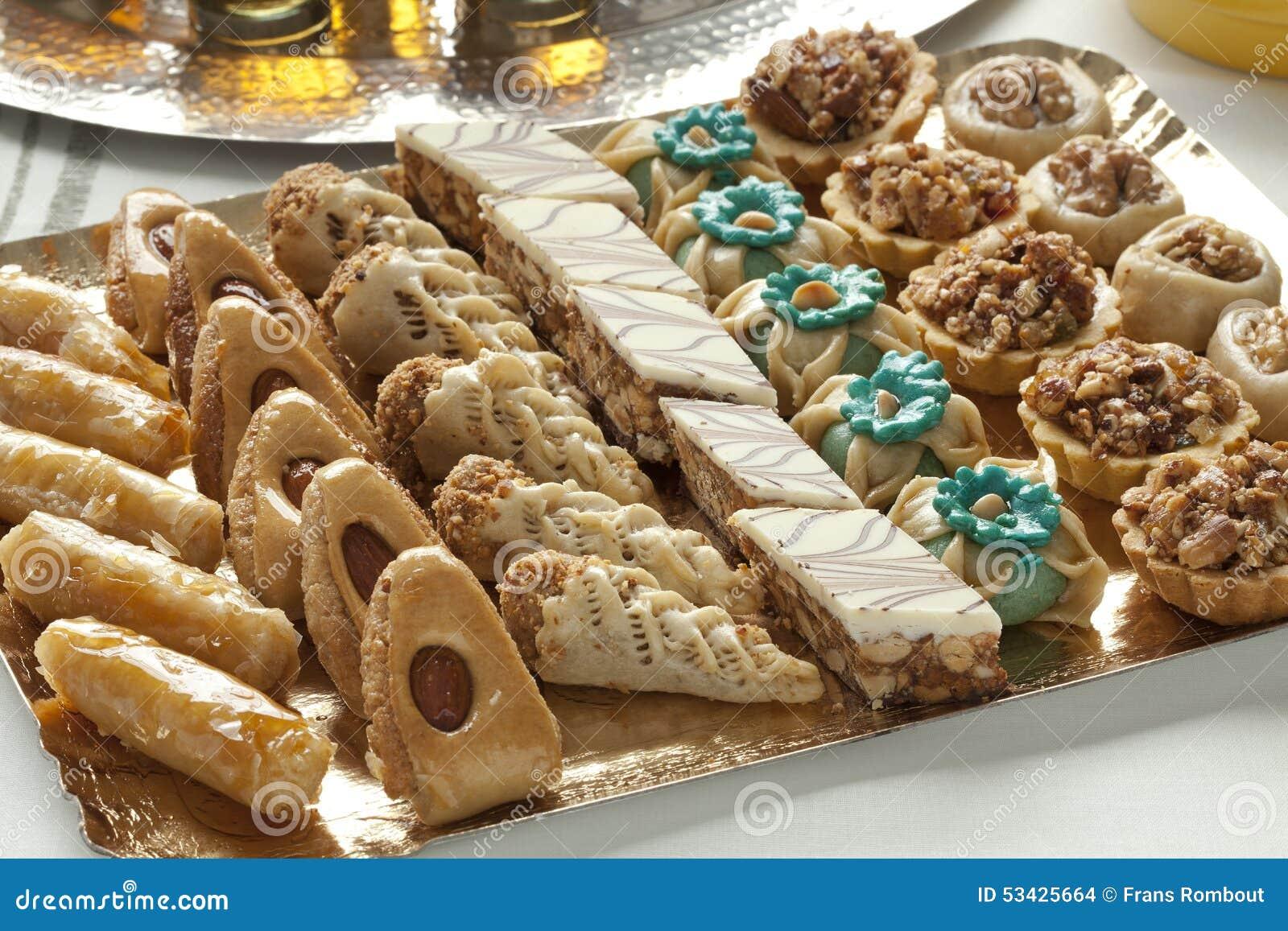 Biscuits marocains cuits au four frais