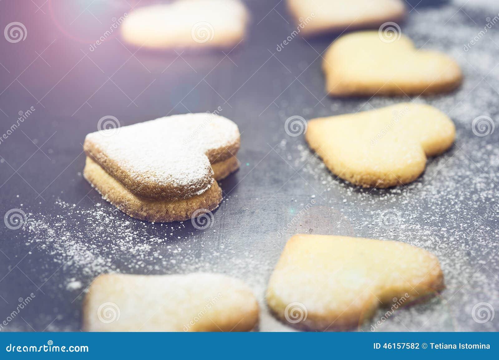 Biscuits sablés dans la forme du coeur