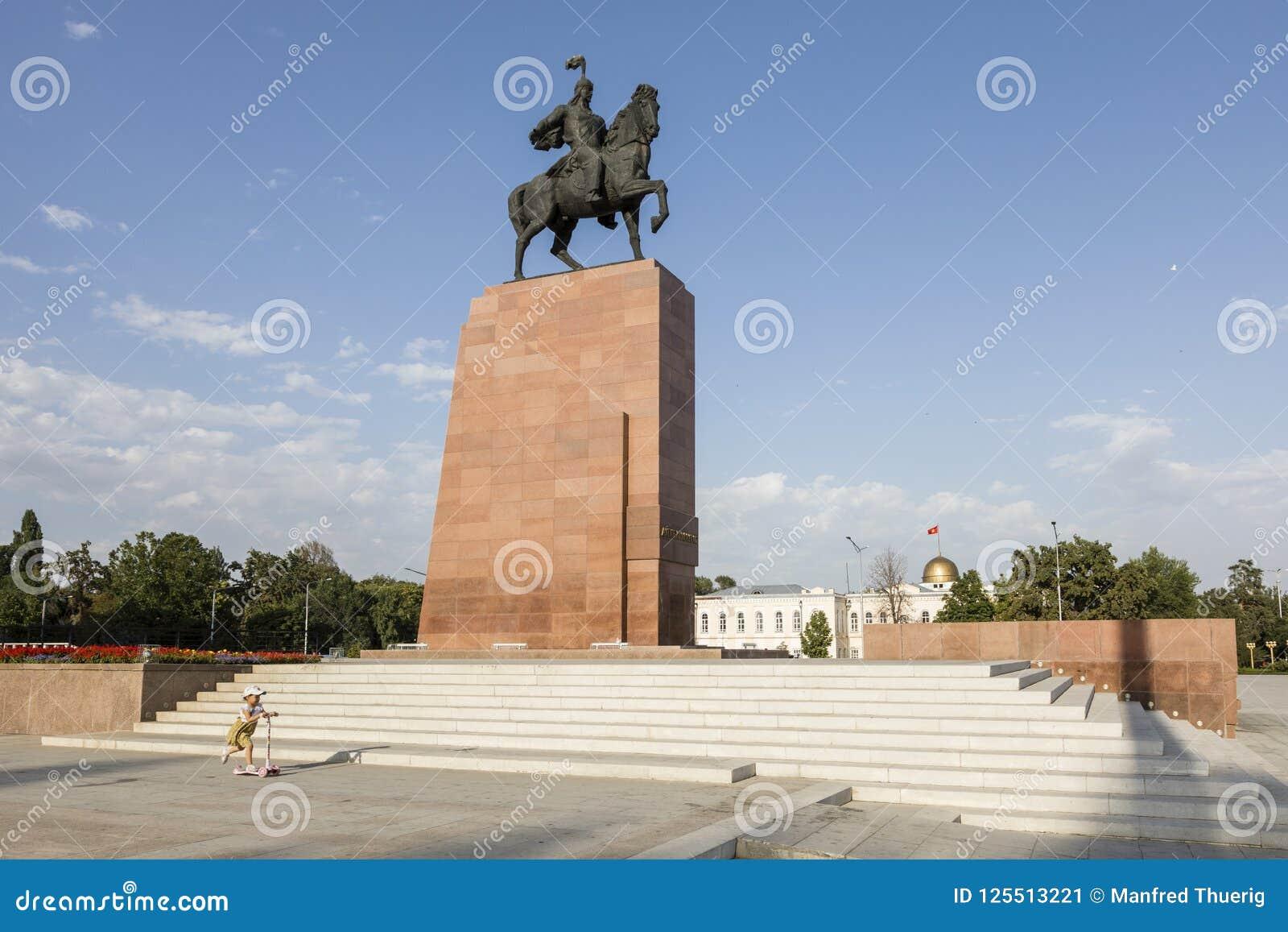 Bishkek, Kyrgyzstan 9 Augustus 2018: Monument voor Manas, held van Kyrgyzstan