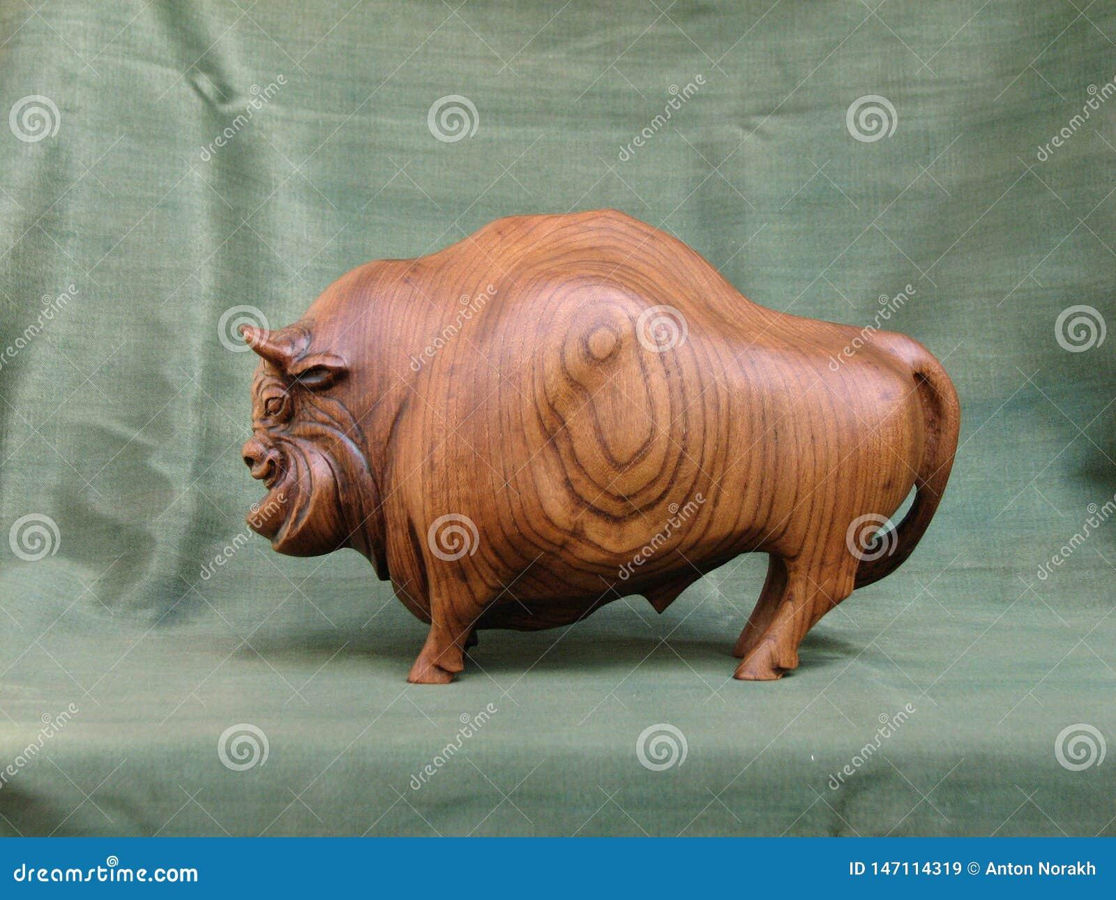 Bison, Skulptur von h?lzernem Karagach