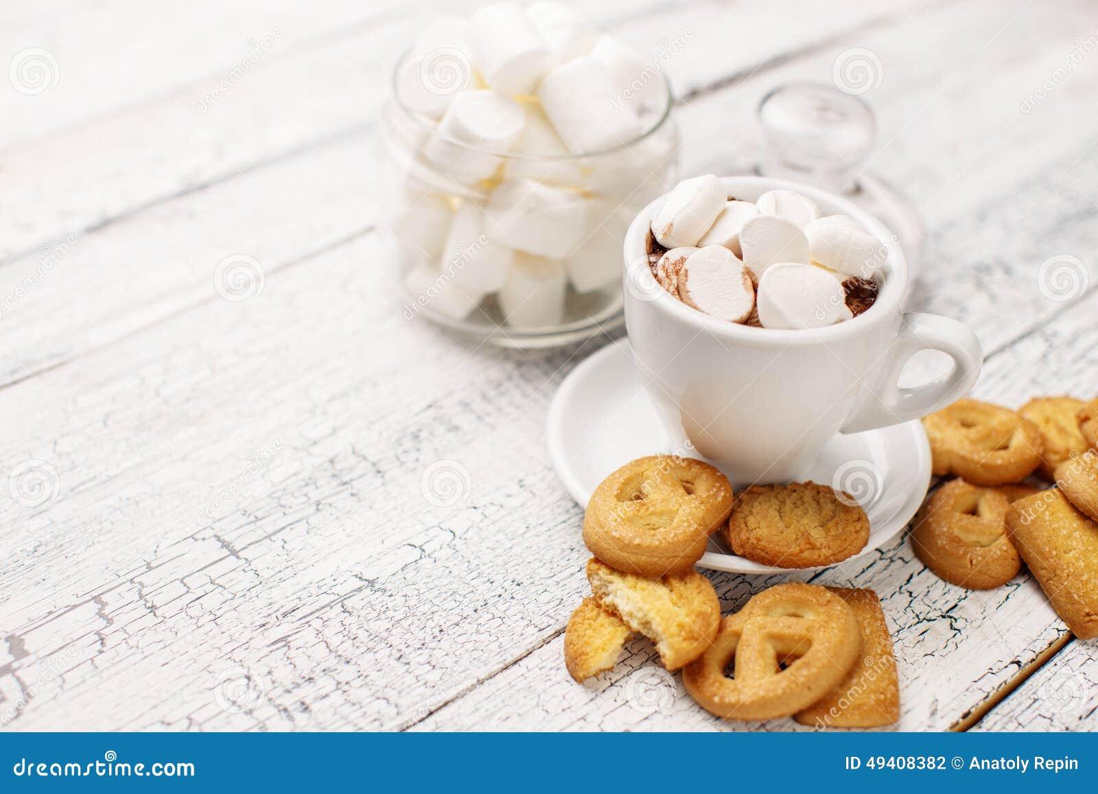 Download Bisquits Auf Hölzernem Hintergrund Stockfoto - Bild von kakao, niemand: 49408382