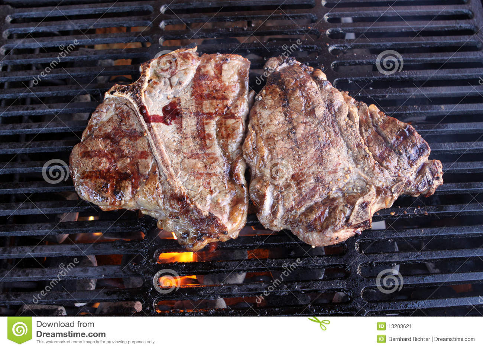 Bistecca con l osso sulla griglia