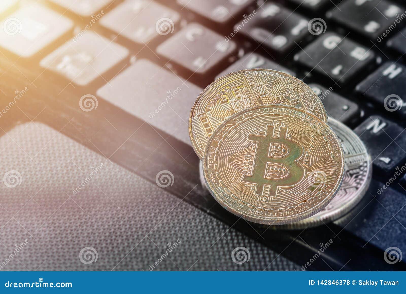 Bitcoin золотой двойной экспозиции bitcoin золотое положило дальше тетрадь бумажника и ноутбука