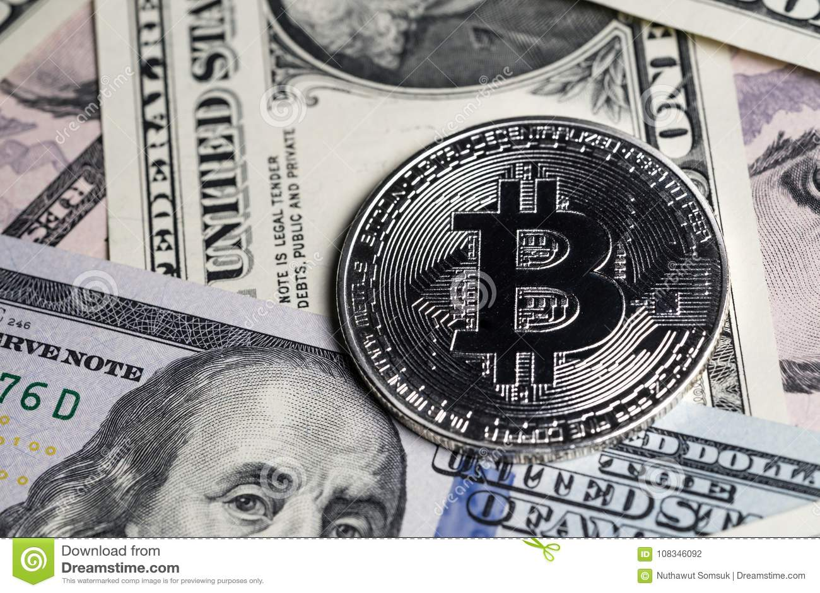 Bitcoin digitaal crypto muntconcept door zilveren phisical glanzend