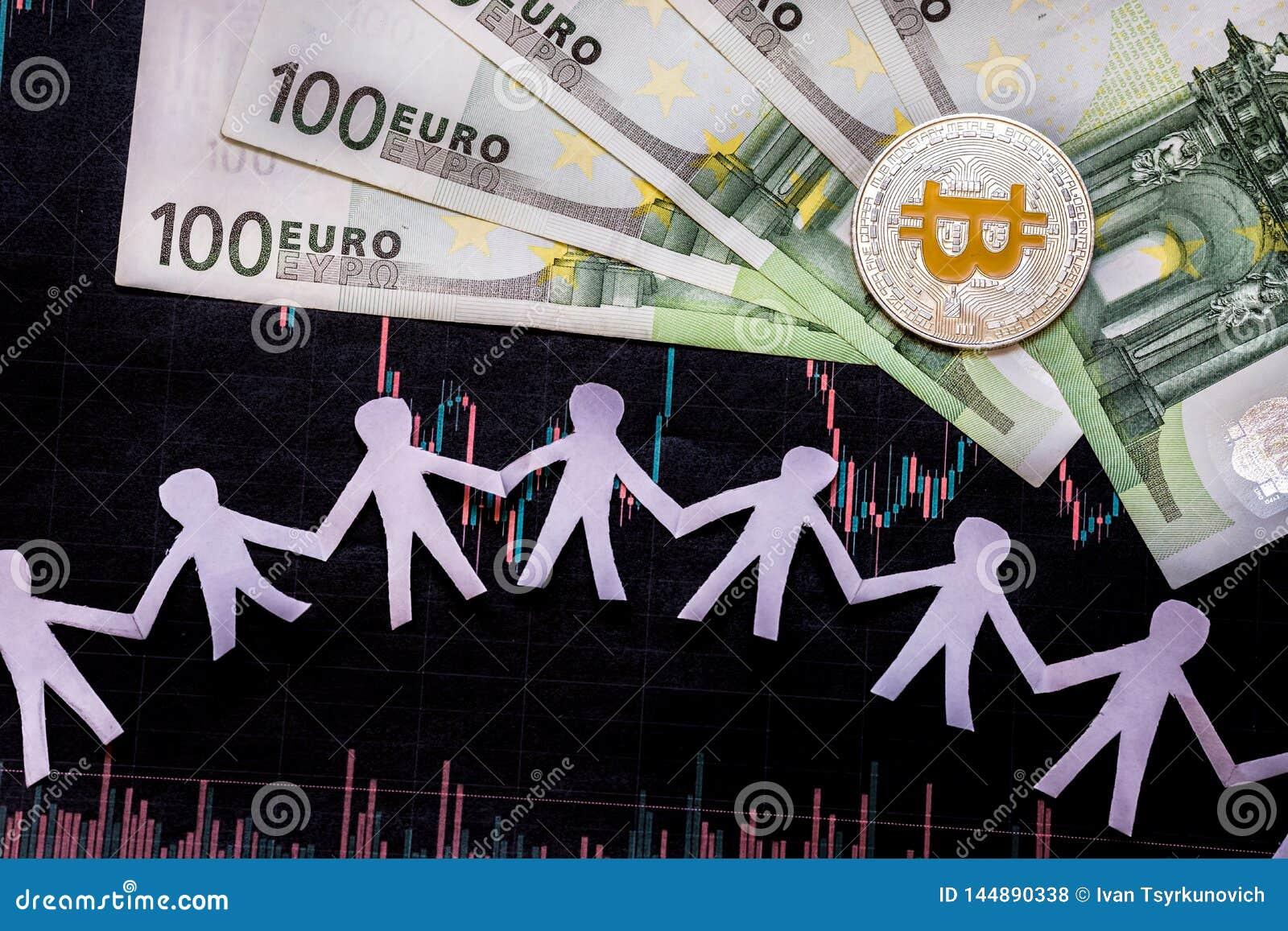 Bitcoin dourado do dinheiro virtual em cem euro- contas e estrangeiros do papel para fazer um mapa do fundo com povos de papel Co