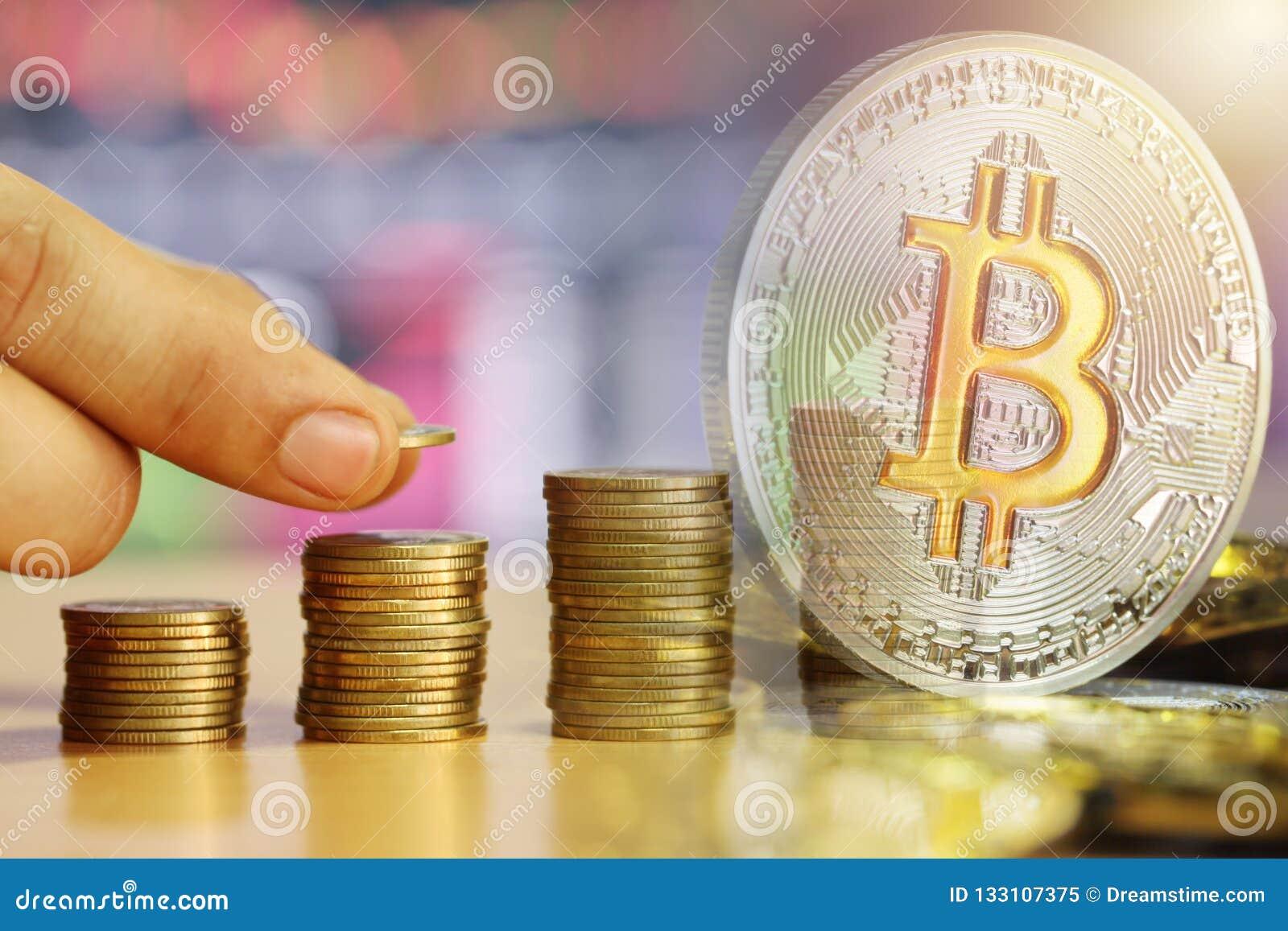 Bitcoin dubbele blootstelling aan gekweekt stapel gouden muntstuk van financieel mede