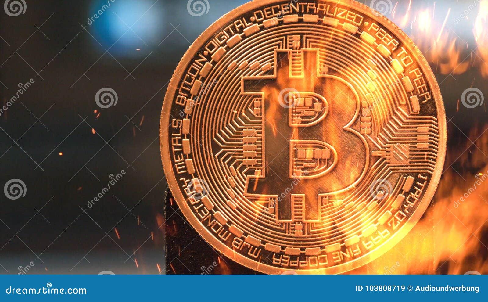 Bitcoin - kawałka BTC waluty pieniądze menniczy crypto palenie