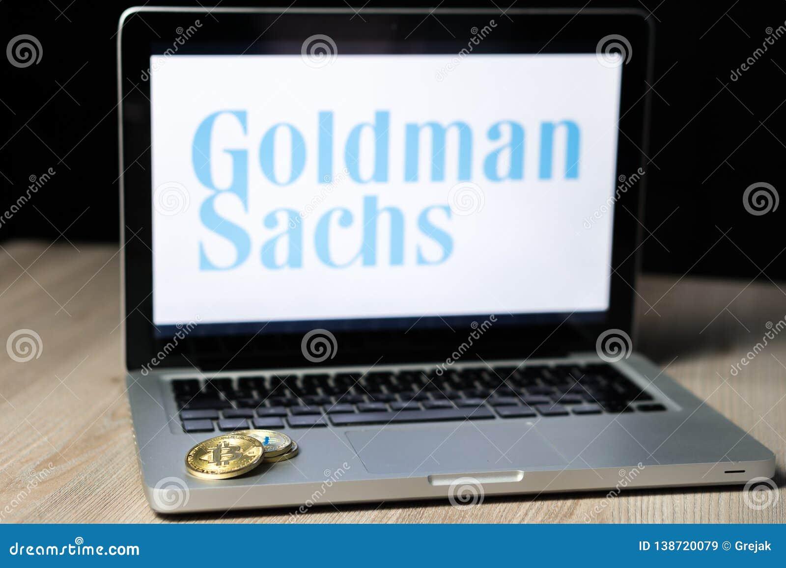 Bitcoinmuntstuk met het embleem van Goldman sachs op het laptop scherm, Slovenië - December 23th, 2018