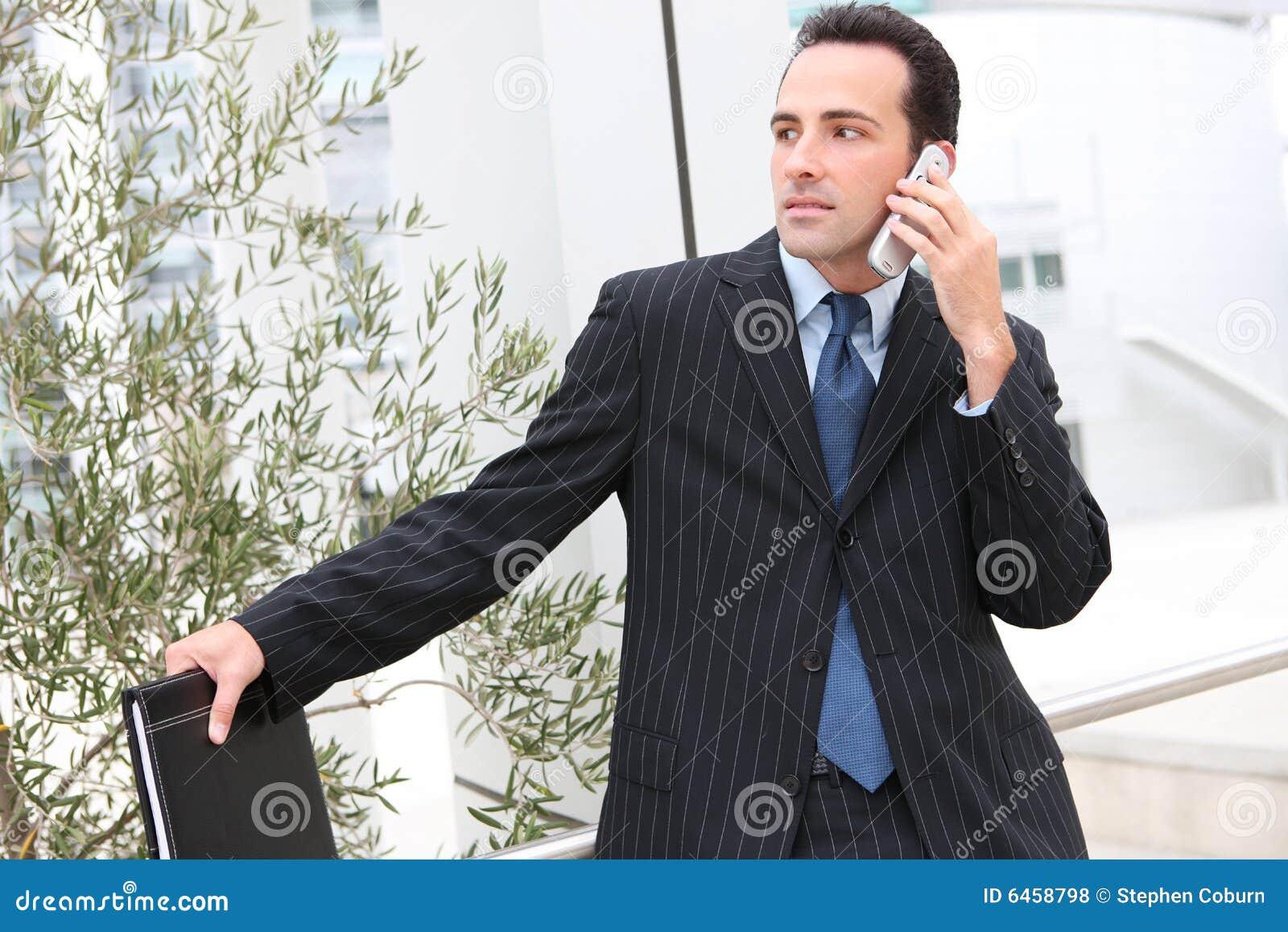 Biuro przystojnego faceta w interesach telefon
