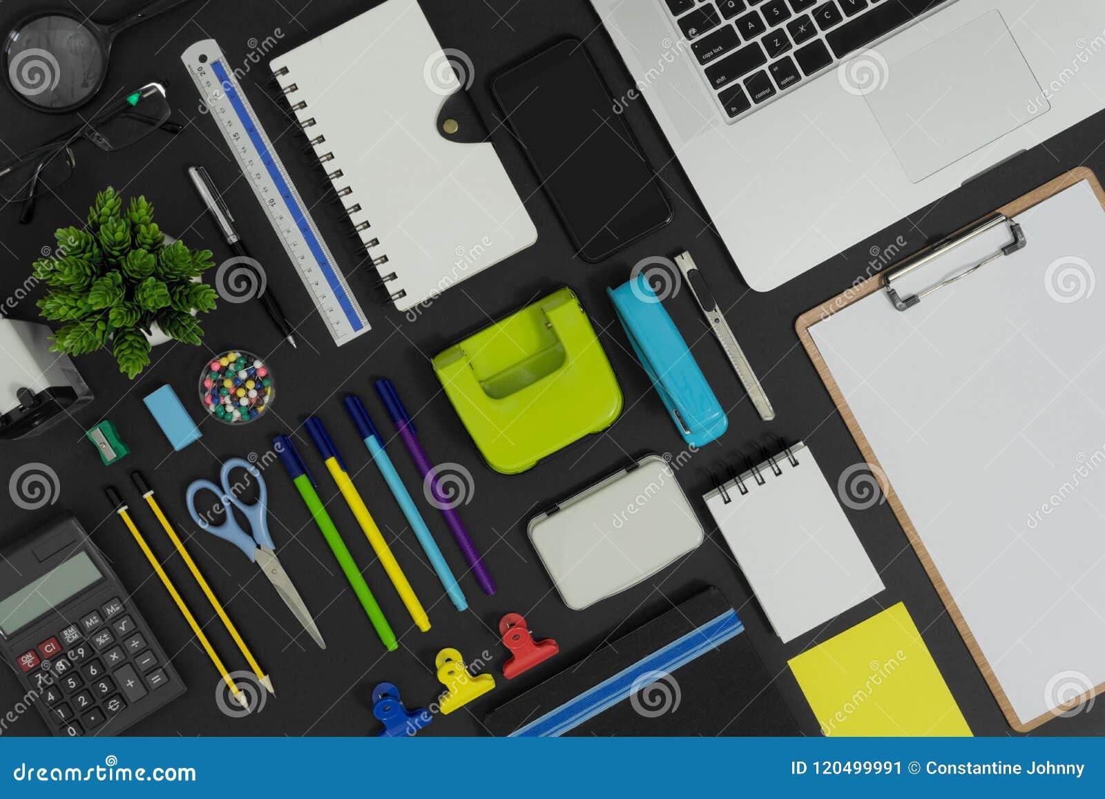 Biuro, szkoła przyrząda i materiały dostawa i