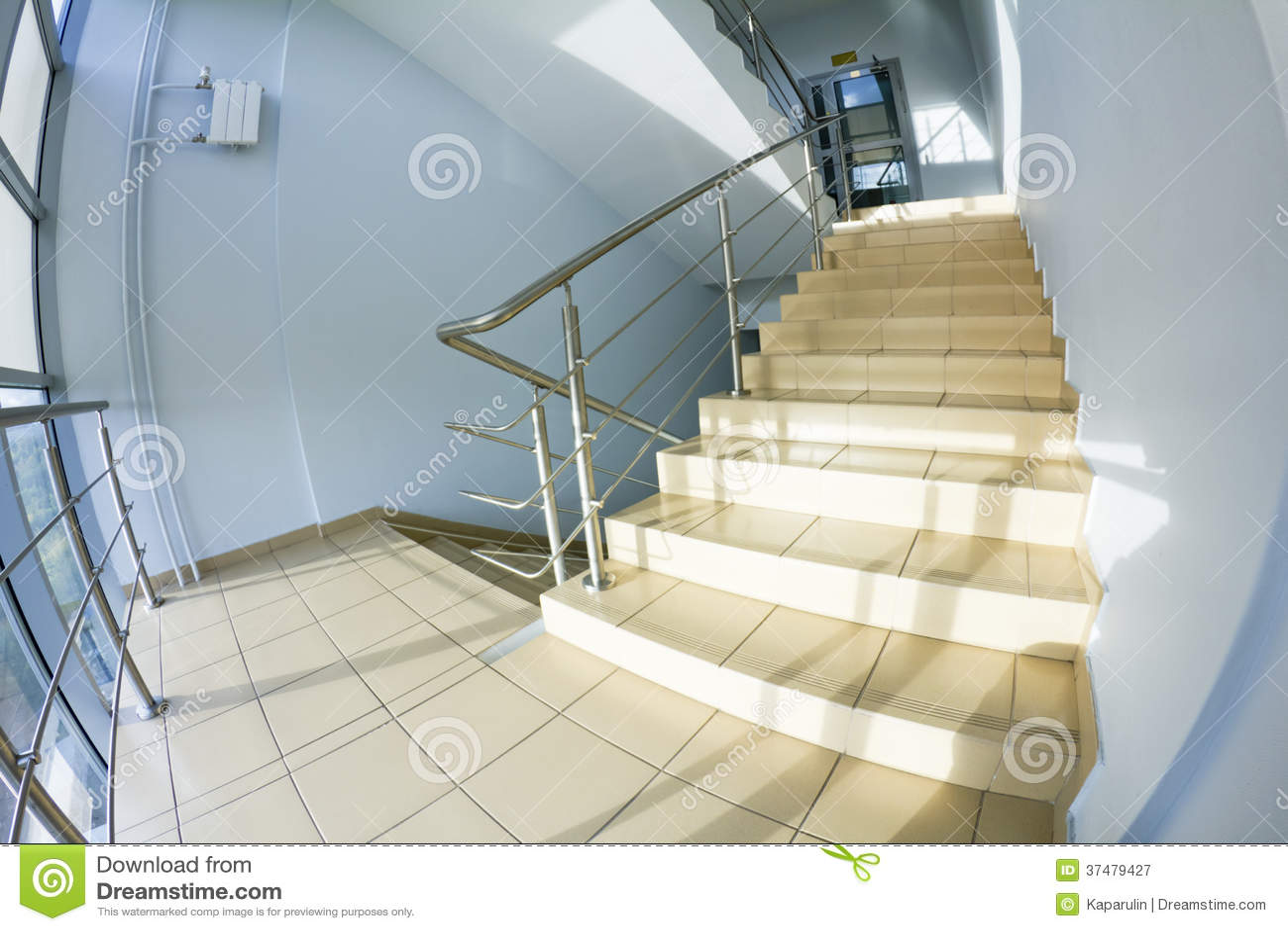 Biurowy schody (fisheye zdjęcie)