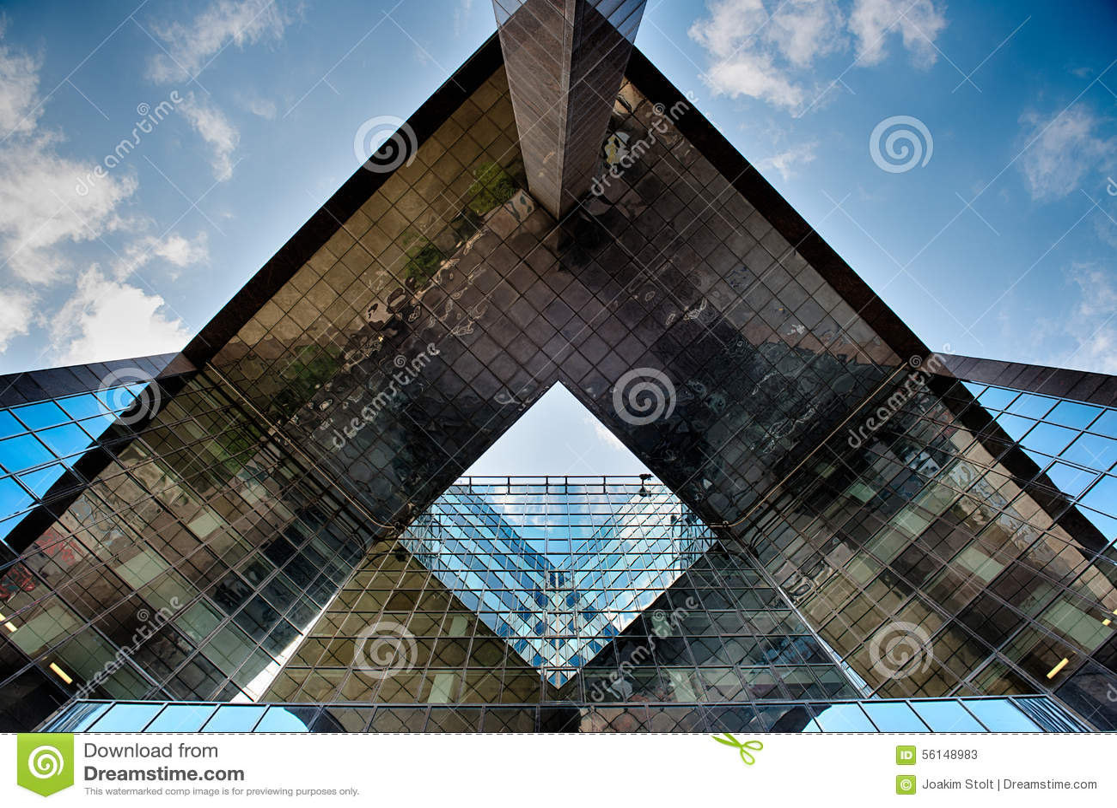 Biurowy szklany budynek w abstrakcie