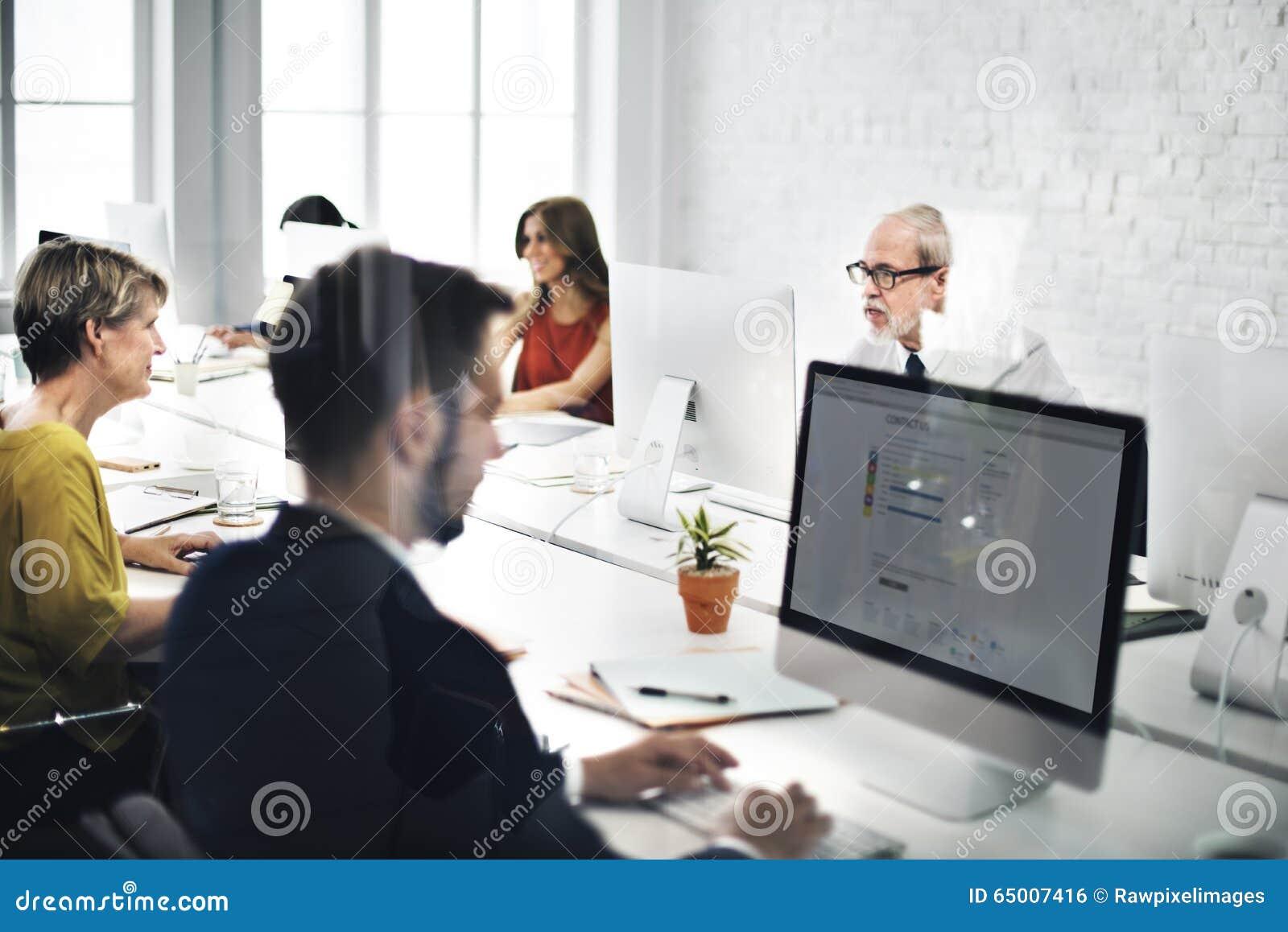 Biznes drużyny kontakt my Helpdesk interneta pojęcie
