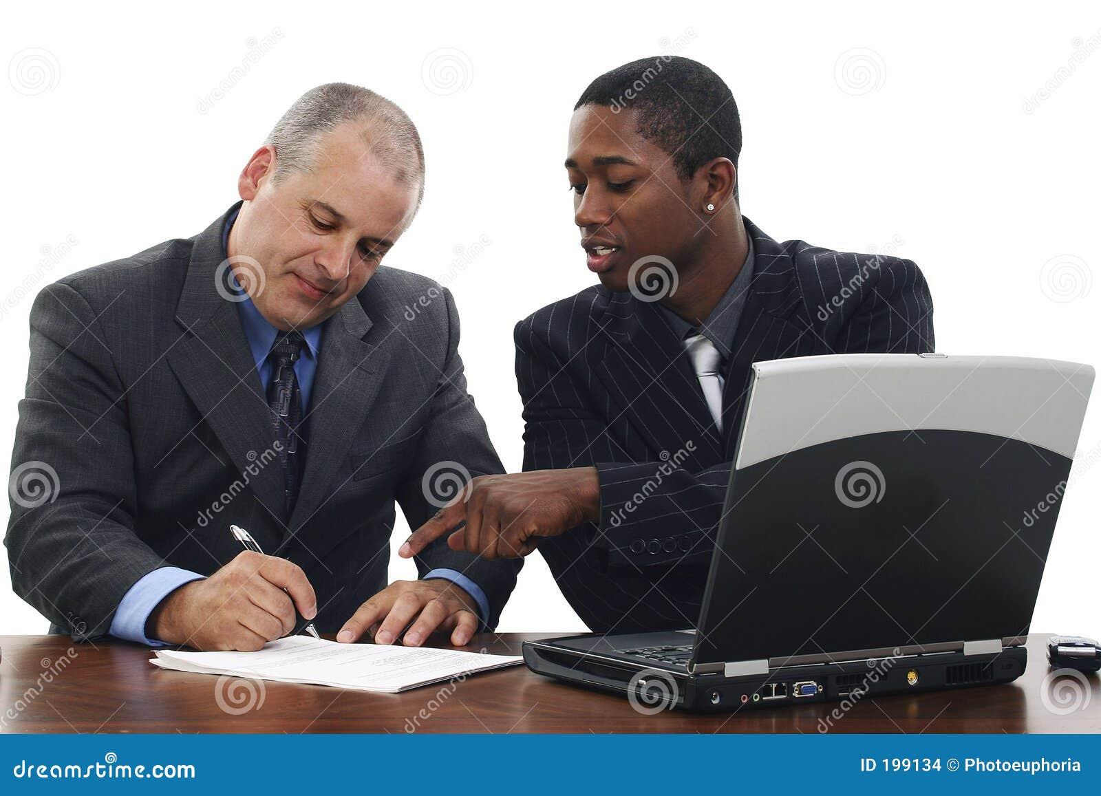 Biznesmenów podpisania umów