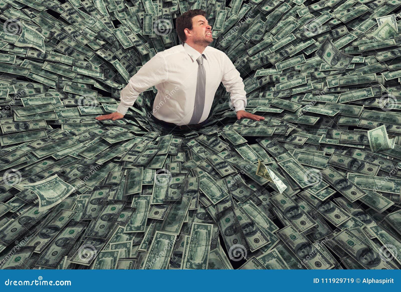 Biznesmen łykał czarną dziurą pieniądze Pojęcie niepowodzenie i kryzys gospodarczy