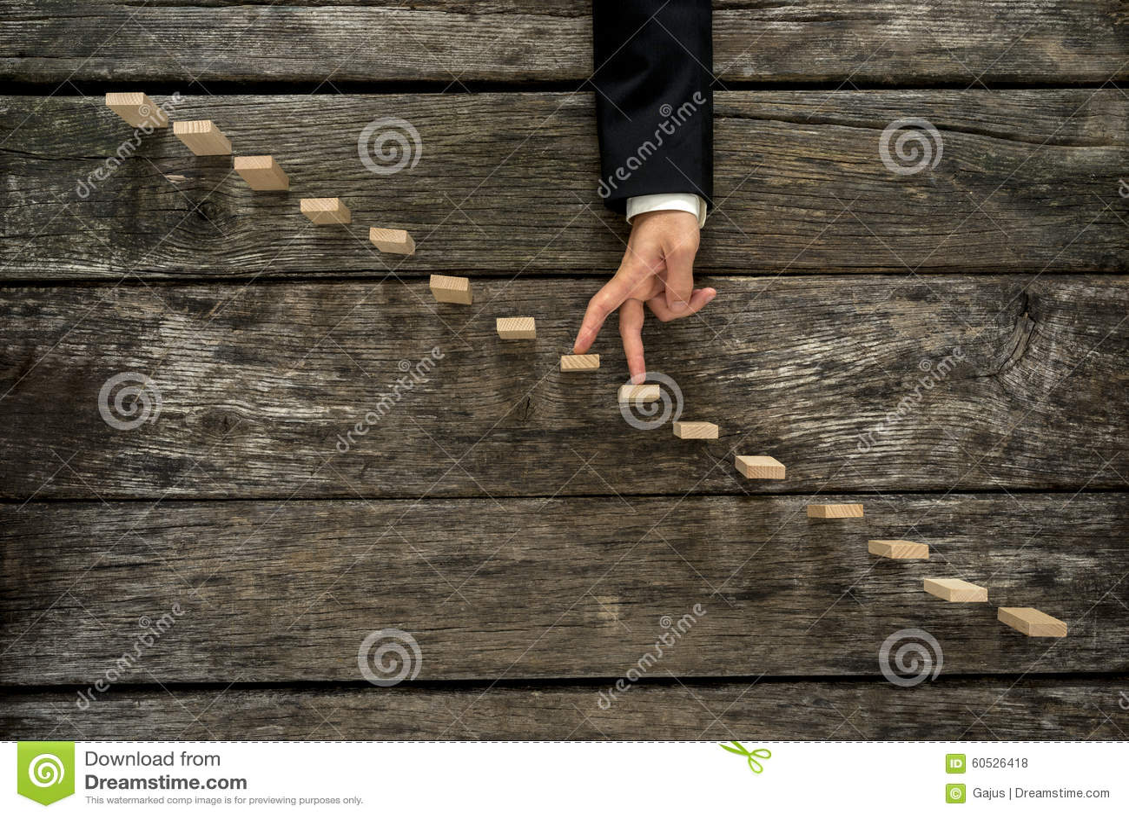 Biznesmen chodzi jego palców kroki up