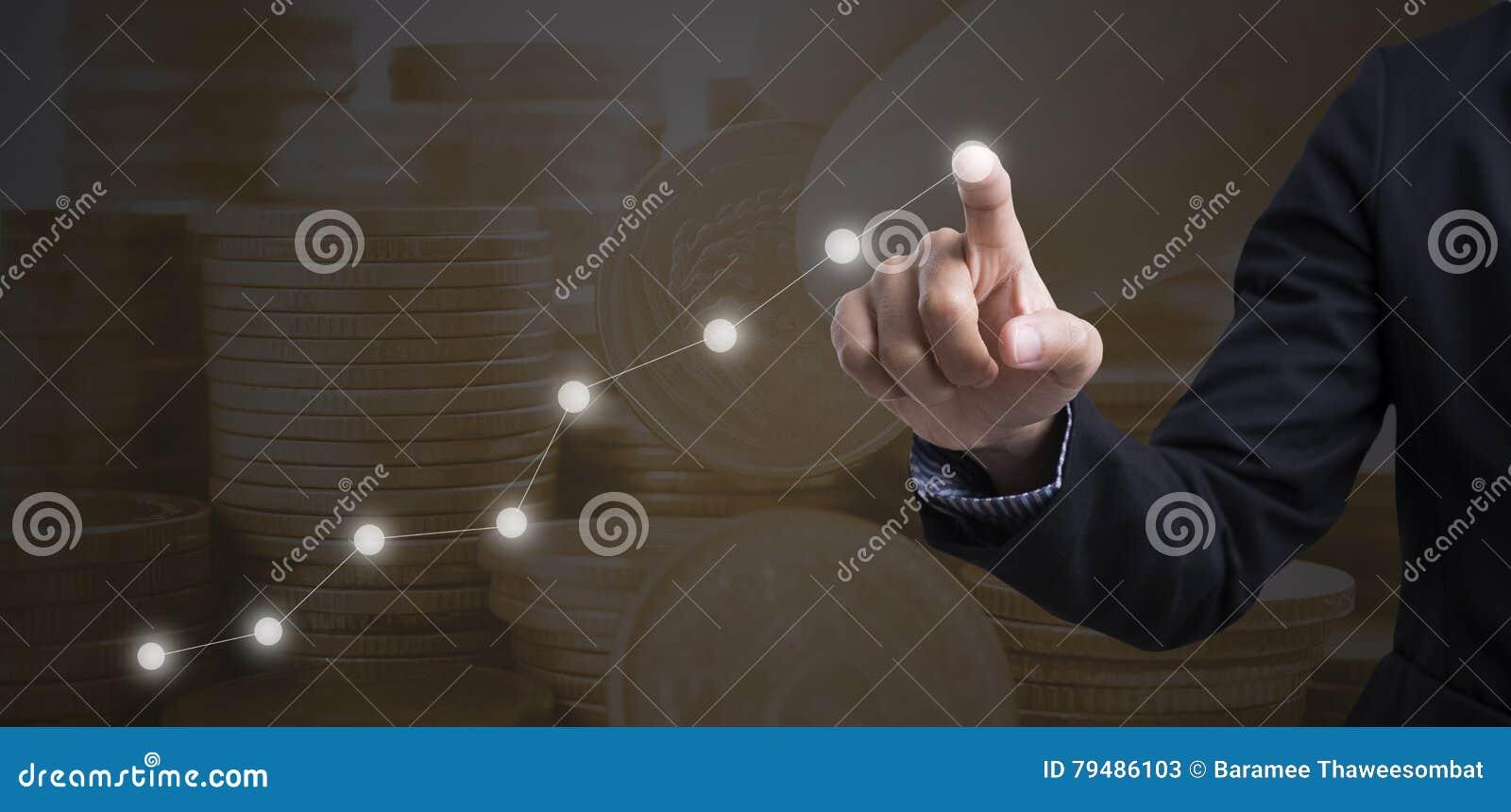 Biznesmen dotyka pieniężnej analizy wykres